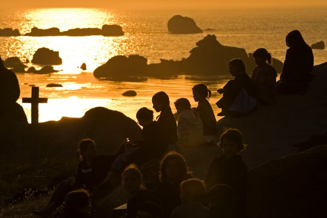 Kinder in der Bretagne im Abendlicht © Michael Kneffel