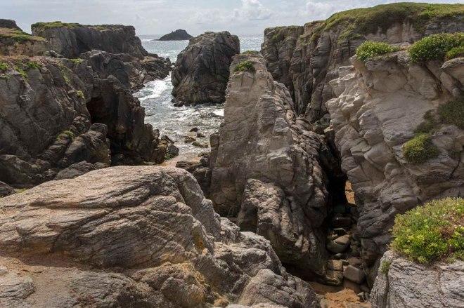 Felsenlandschaft in der Bucht Port Bara © Michael Kneffel