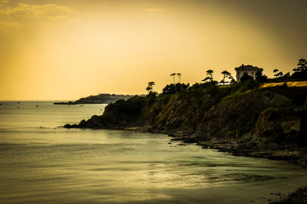 Küste bei Granville am Abend © Michael Kneffel
