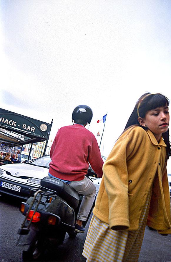 Rollerfahrer und Mädchen © Michael Kneffel