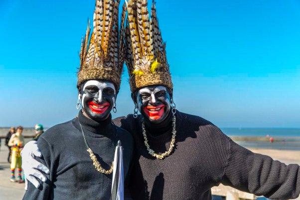 schwarze Männer beim Karneval in Dünkirchen © Michael Kneffel