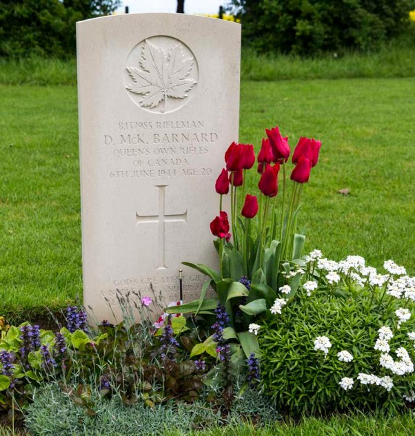 Grab auf dem kanadischen Soldatenfriedhof in Beny-sur-Mer © Michael Kneffel