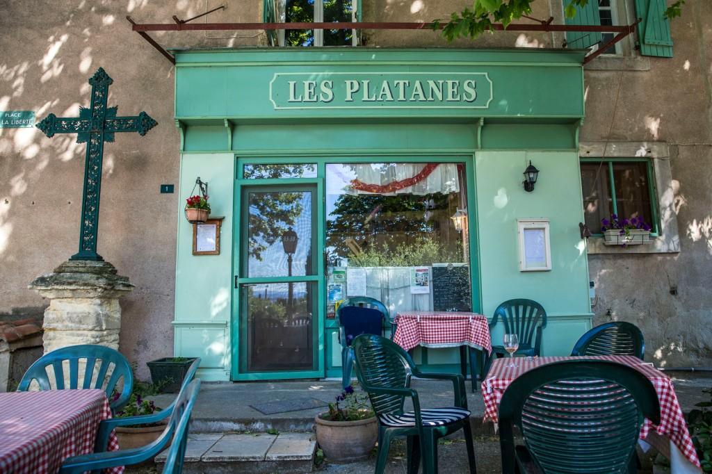 das wunderbare kleine Restaurant Les Platanes in Poilhes © Michael Kneffel