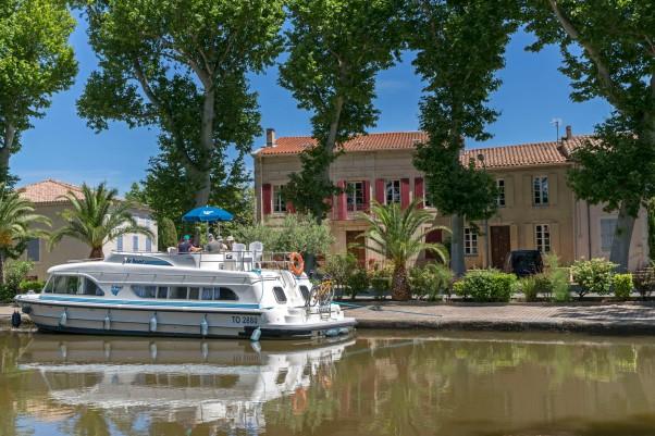 Hausboot in Sallèles-d´Aude © Michael Kneffel