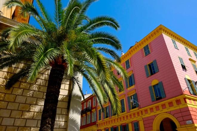 Bonbonfarben am Hafen von Nizza © Michael Kneffel