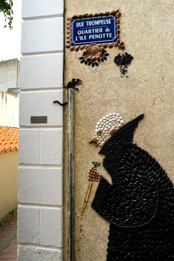 Graf Dracula als Muschelmosaik im Quartier de l´Ile Penotte © Michael Kneffel