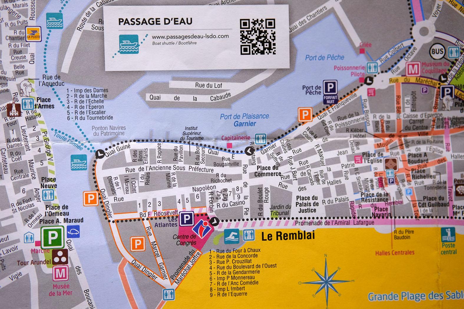 im Süden der Strand, im Norden der Hafen, im Osten La Chaume - eigentlich ganz einfach / Auszug aus dem Stadtplan, Quelle: Office de Tourisme