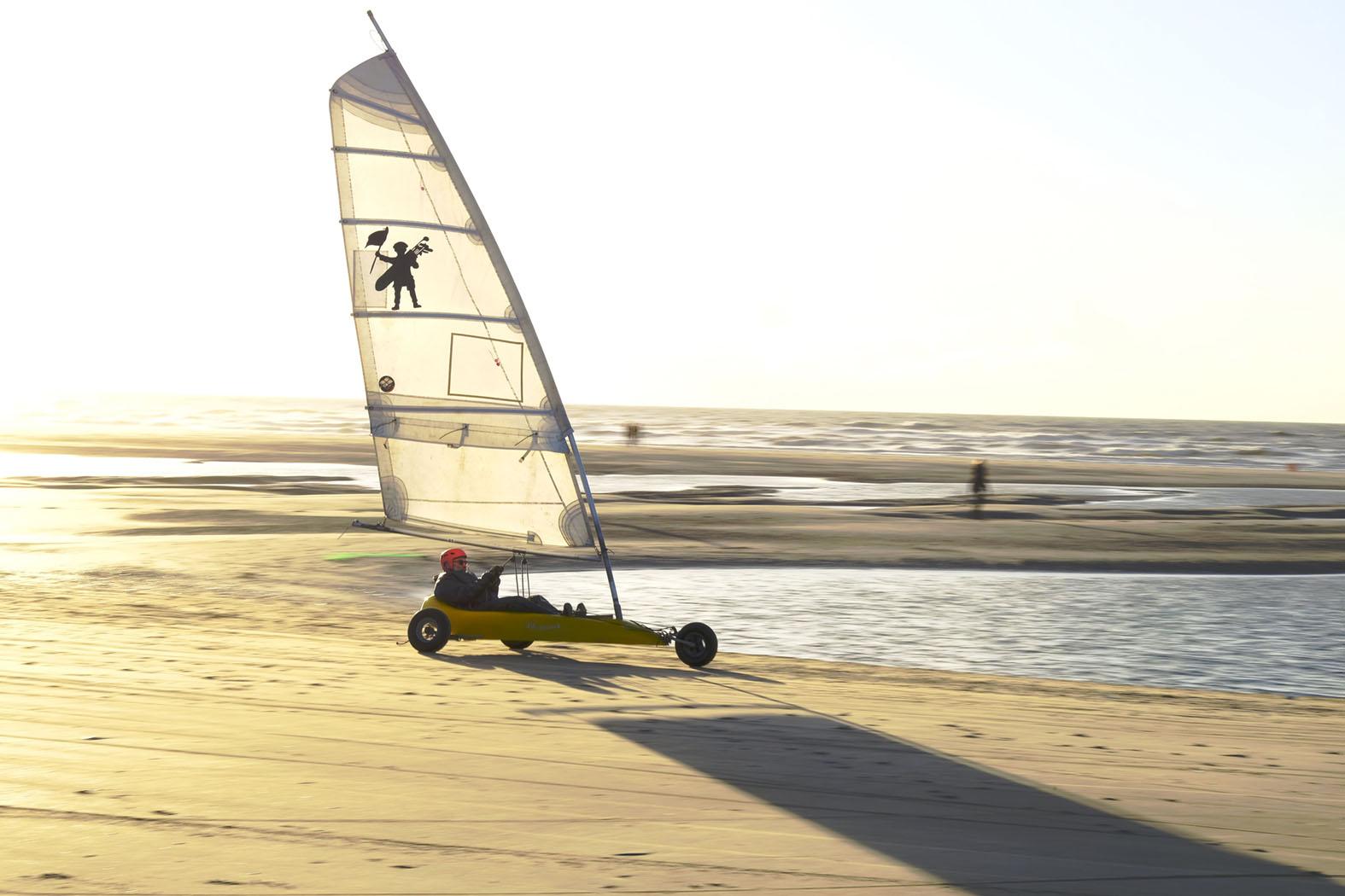 Bei Wind sind die Strandsegler unterwegs © Michael Kneffel